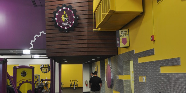 Planet Fitness (Flemington) – Locker Room Entry and Feature Wall