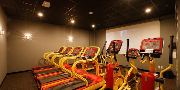 Retro Fitness (Bayonne) – Cardio Theater Room